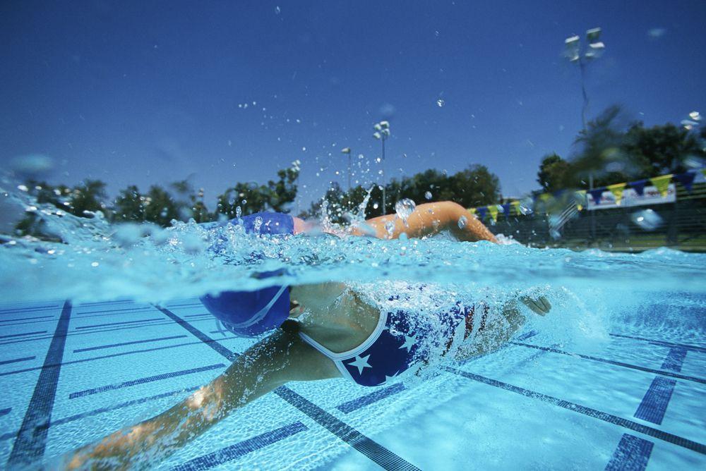 natação no verão